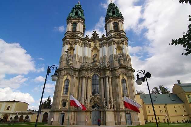 the catholic church and solidarity in poland How influential is poland's catholic church  the campaign to prohibit sunday trading was led by the trade union solidarity, famous for its resistance to communism.
